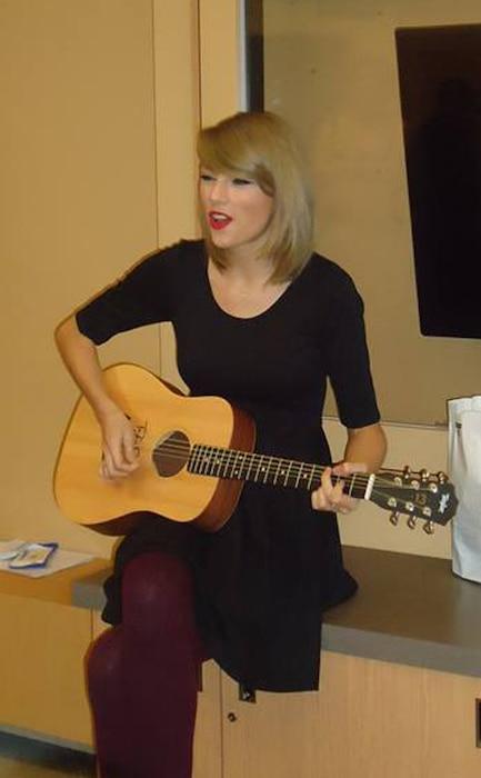 Taylor Swift, Hasbro Children's Hospital