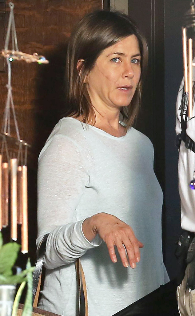 Jennifer Aniston Wears No Makeup, Sports a Huge Scar on Set of Her ...
