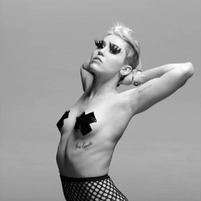 Miley Cyrus, Nipple
