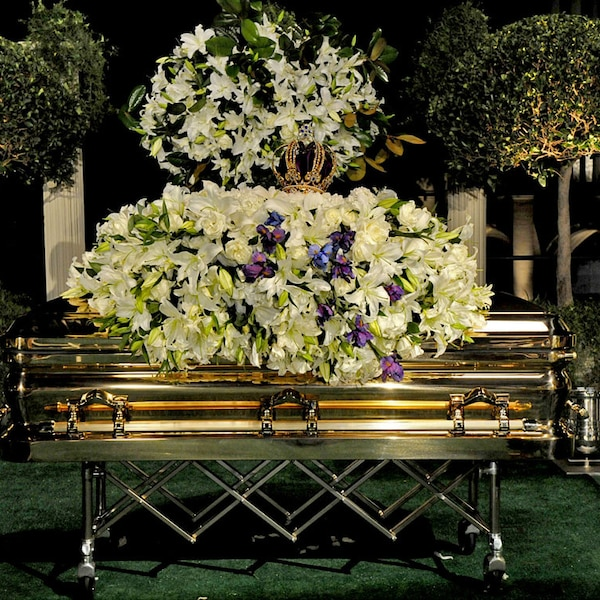 The Casket From Michael Jackson S Star Studded Memorial