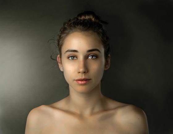Esther Honig, Photoshop, Global Beauty Standards, Pakistan