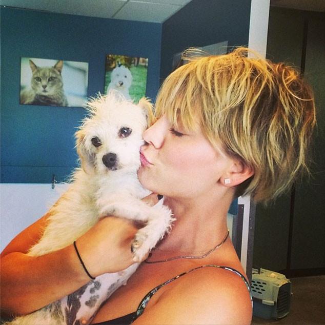 Kaley Cuoco, Dog