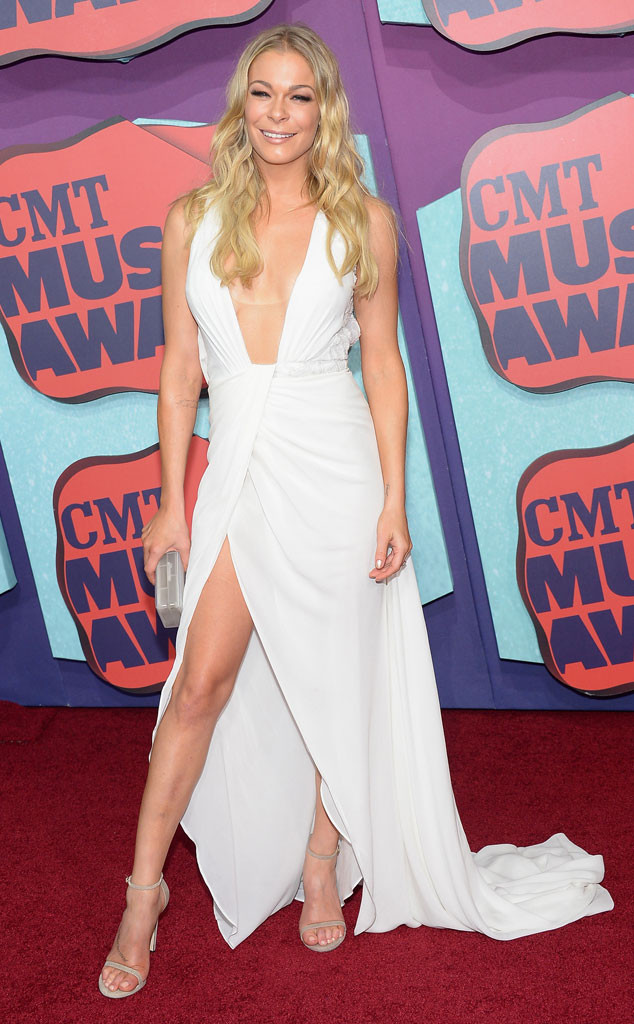 Danielle Bradbery Legs >> LeAnn Rimes Flaunts Major Cleavage and Lots of Leg in Sexy White Dress at CMT Music Awards | E! News