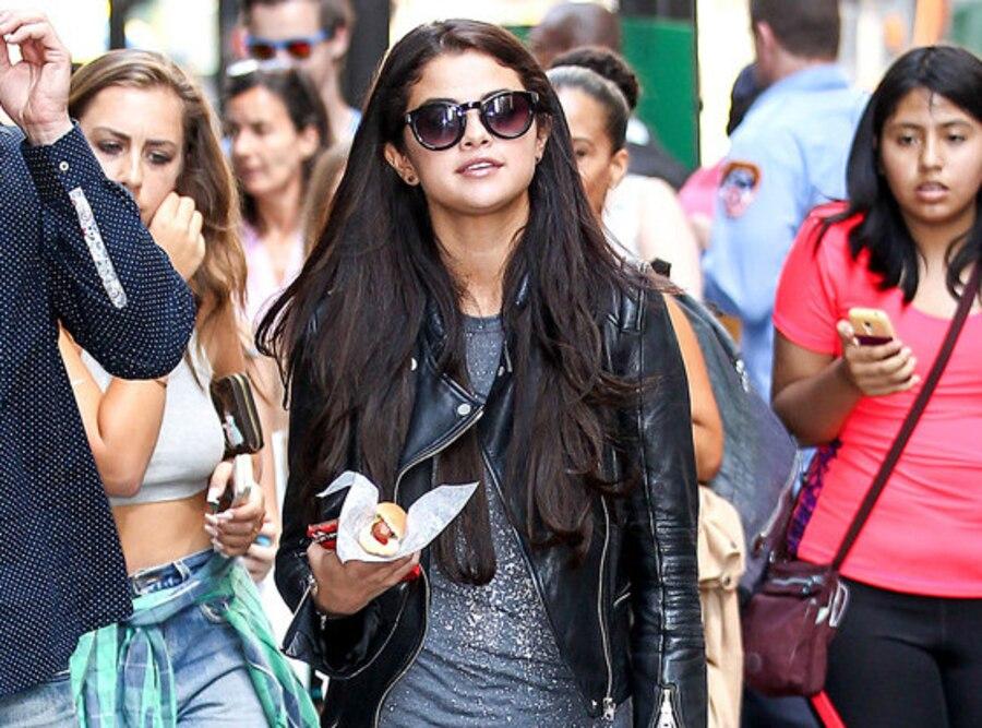 Selena Gomez, Hot Dog