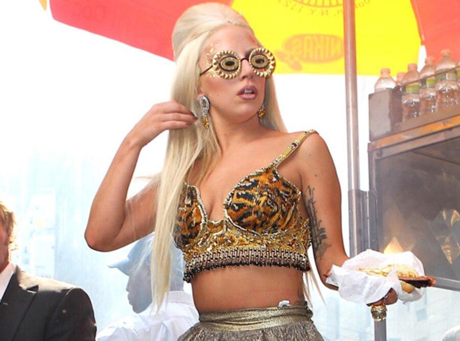Lady Gaga, Hot Dog