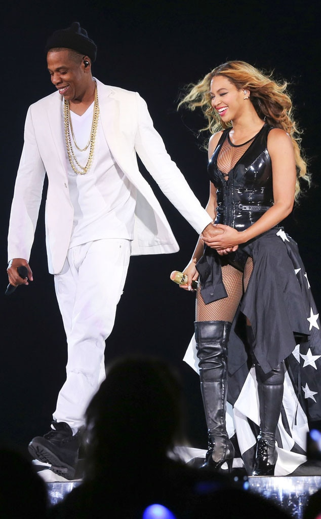 all smiles from beyonc jay z 39 s on the run tour e news. Black Bedroom Furniture Sets. Home Design Ideas