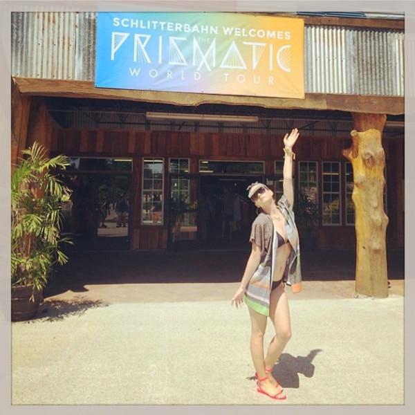 Goofy Goddess' Katy Perry Frolics on Beach in Bikini | PEOPLE.com