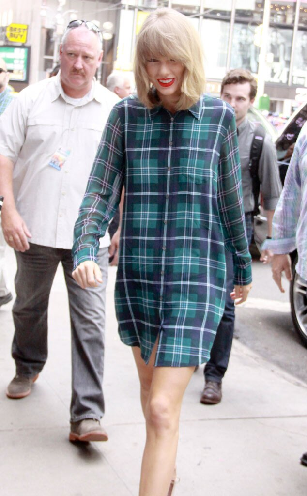 Is Taylor Swift Doing The Walk Of Shame In A Giant Man 39 S