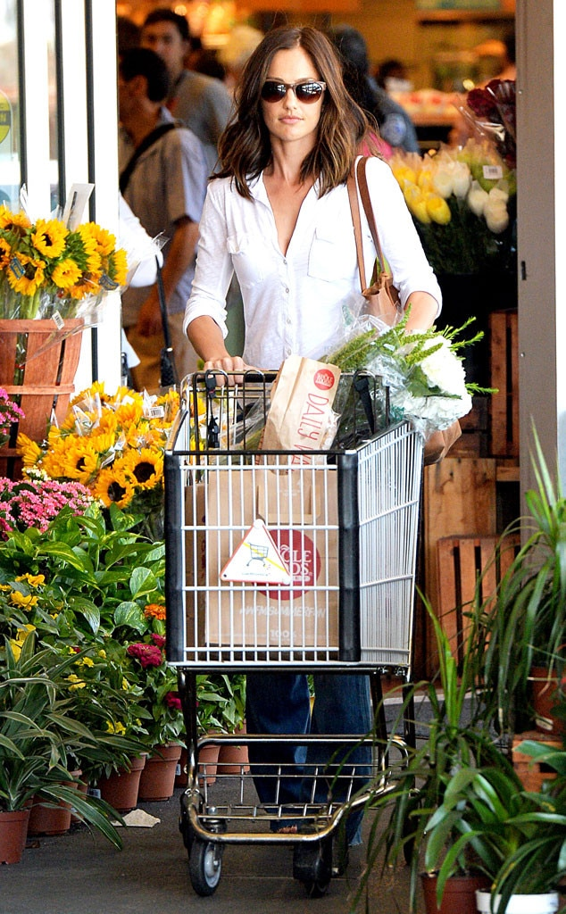 Minka Kelly, Grocery Shopping