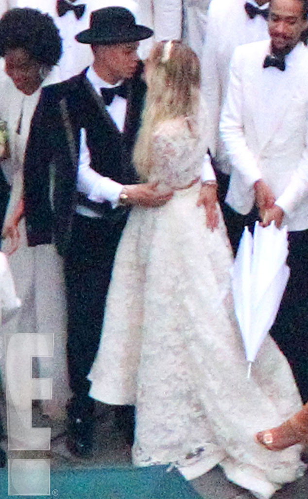 Jessica Simpson Looks Slim Y In White Bridesmaid Dress At