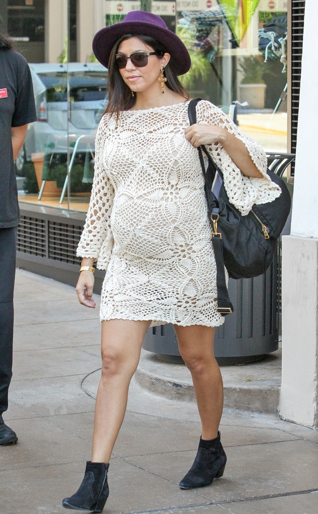Kourtney Kardashian Turns Grandma's Doilies Into a Super ...