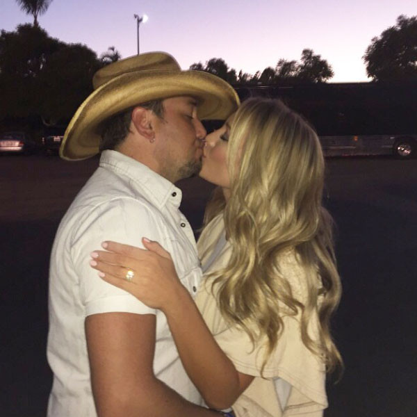 Jason Aldean Proposes To Brittany Kerr See The First Pic