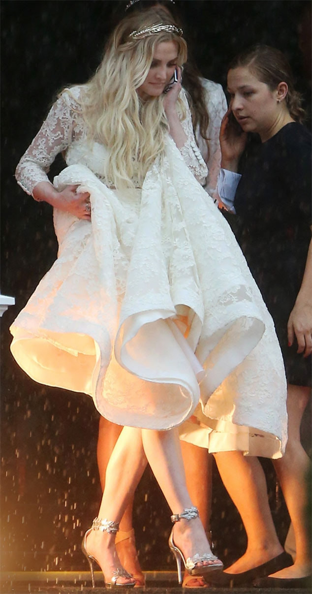 Jessica Simpson Looks Slim, Sexy in White Bridesmaid Dress ... Ashlee Simpson Ross