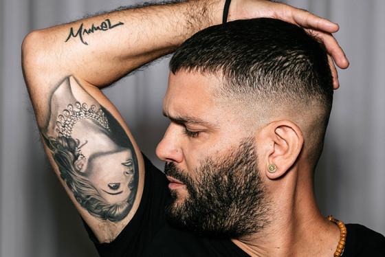 scandal star shows off madonna tattoo talks going full frontal e news. Black Bedroom Furniture Sets. Home Design Ideas