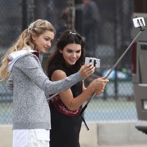 Gigi Hadid, Kendall Jenner, Selfie Stick