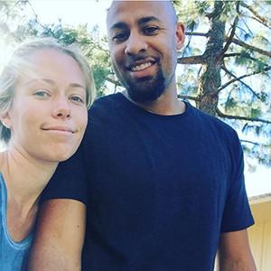 Kendra Wilkinson-Baskett, Hank Baskett