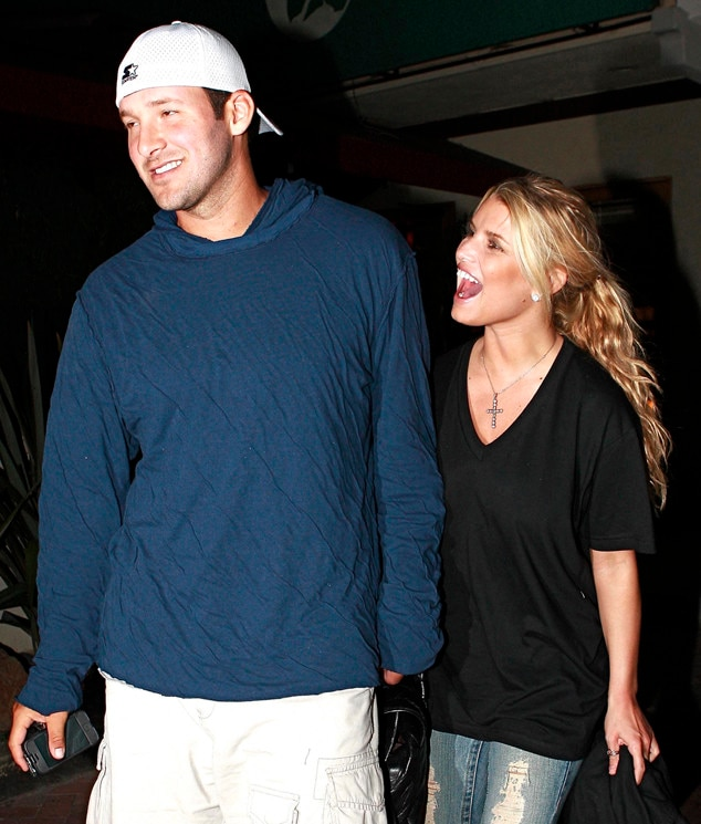 Who has tony romo dated in Australia