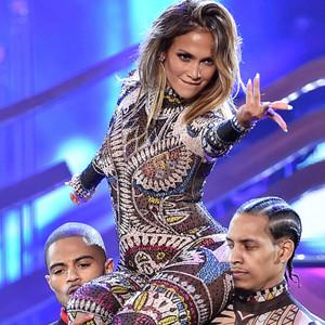 Jennifer Lopez, 2015 American Music Awards