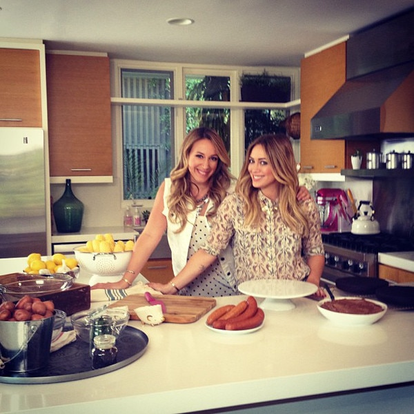 Hilary Duff & Haylie Duff from Celebs in the Kitchen | E ...