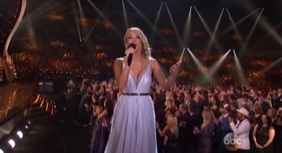 Carrie Underwood, CMA's, Blue Organza Gown