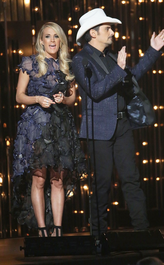 Carrie Underwood, Fashion, CMAs, Navy Ruffle