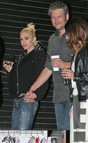 Gwen Stefani, Blake Shelton, Holding Hands, PDA