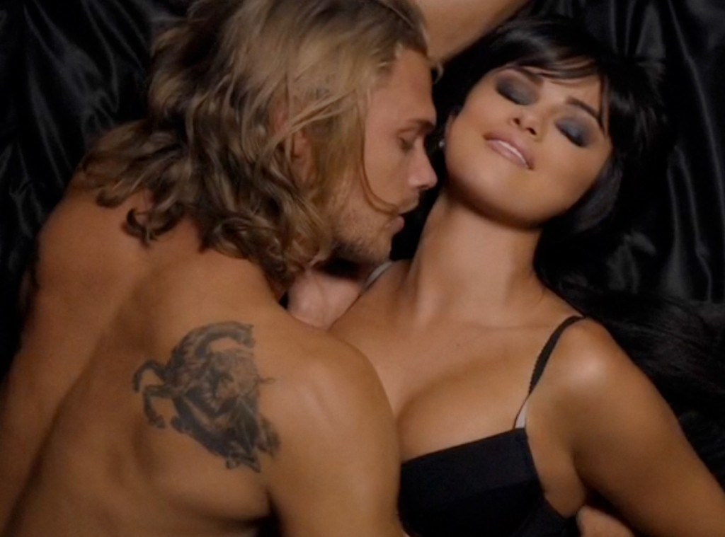 Selena Gomez, Hands To Myself