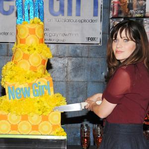 Zooey Deschanel, New Girl 100th Episode Cake Cutting