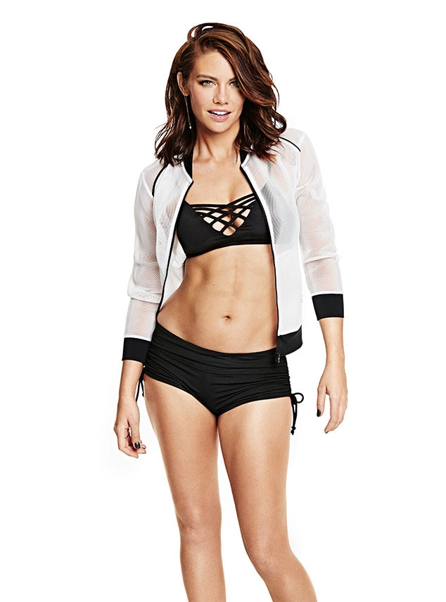 The Walking Dead Actress Lauren Cohan Flaunts Chiseled Abs and ...