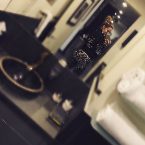 Khloe Kardashian, Instagram, Belfie, Butt Selfie