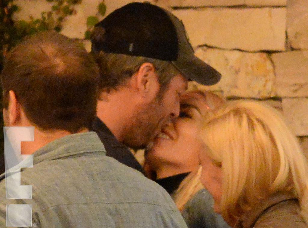 Gwen Stefani, Blake Shelton, Kissing, Exclusive