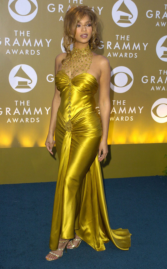 29 Photos Of Celebs In Early 2000s Grammys Fashion That