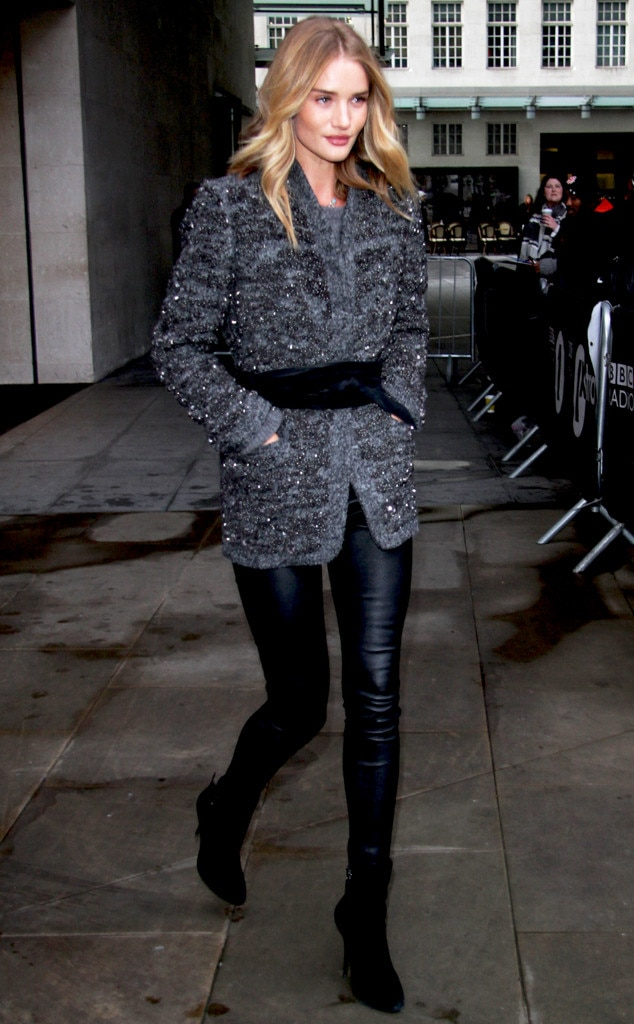 Her Outfit Costs What Rosie Huntington Whiteley 39 S 9 550 Off Duty Model Style E News