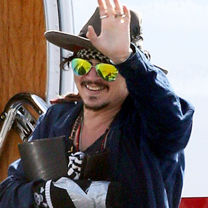 Johnny Depp, Injured Hand