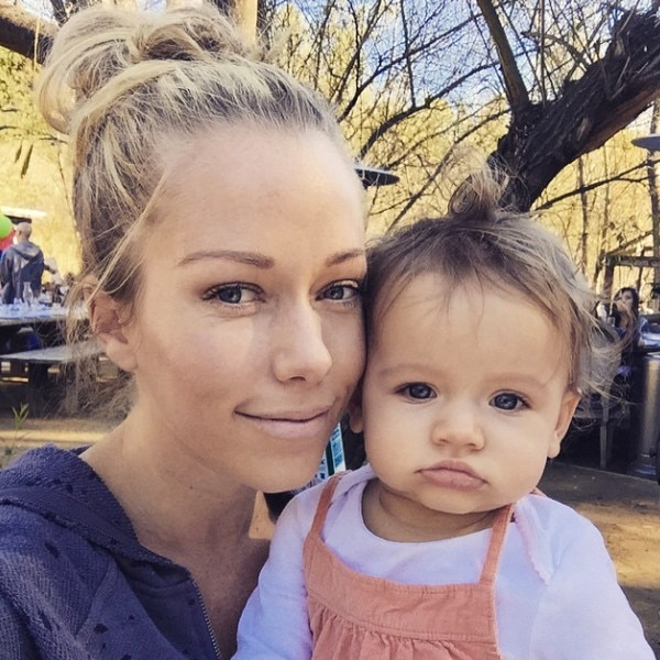 Kendra Wilkinson-baskett, Instagram