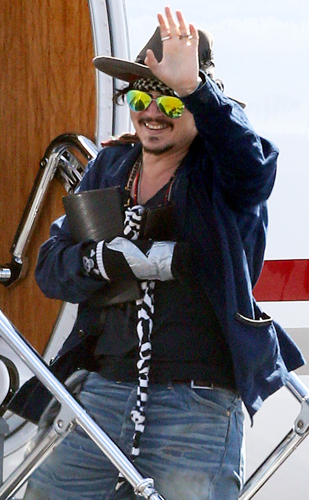 Johnny Depp, Injured Hand