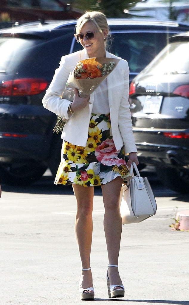 Her outfit costs what reese witherspoon s 5 380 cheery floral