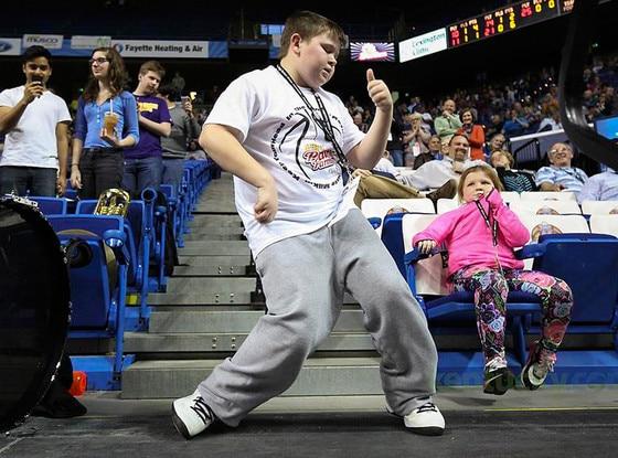 Kentucky HS bball dancing kid