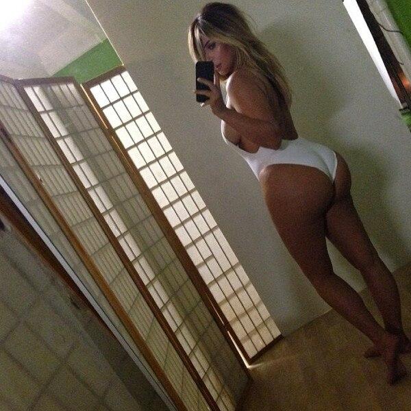 Kim Kardashian, Instagram, Selfie