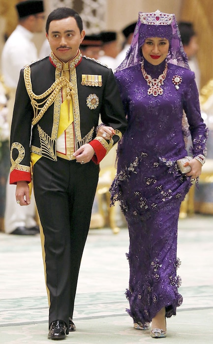 Prince Abdul Malik, Dayangku Raabi'atul 'Adawiyyah Pengiran Haji Bolkiah