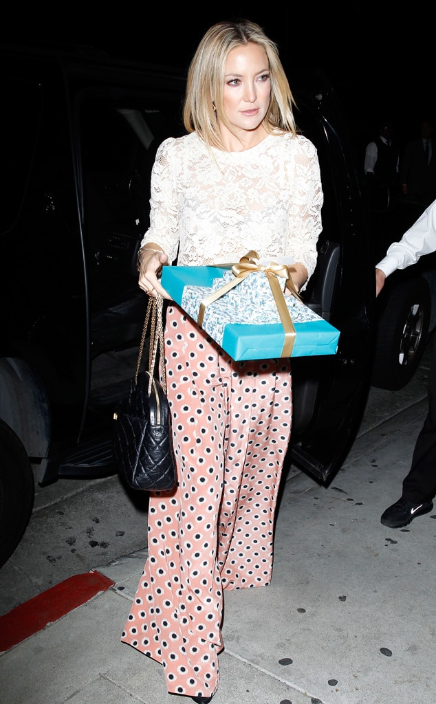Gift That Keeps On Giving From Kate Hudson 39 S Street Style E News