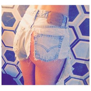 Doutzen Kroes, Ripped Shorts, Instagram