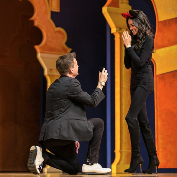 Rob Dyrdek proposing his then-girlfriend Bryiana Noelle Flores at Disneyland in Aladdin Show