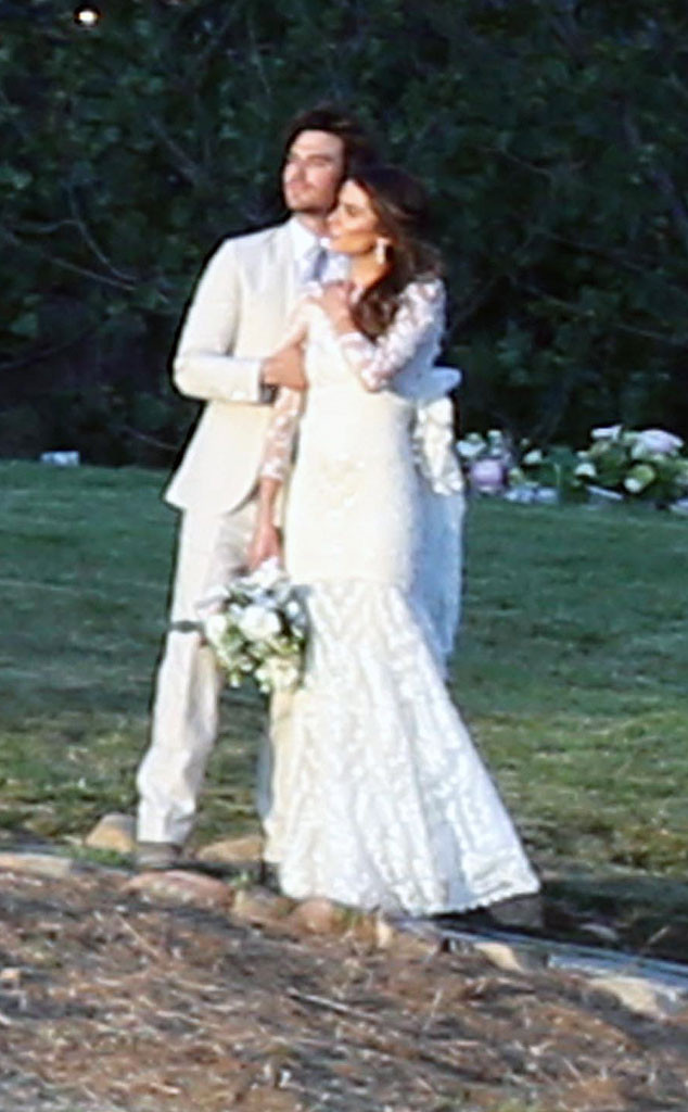 Nikki reed and ian somerhalder are married e news nikki reed ian somerhalder wedding junglespirit Images