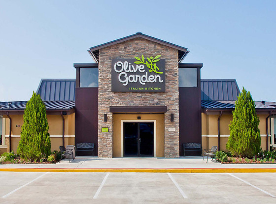 Olive Garden Is Doing Something Crazy With Their Delicious Breadsticks E News
