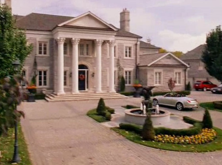 So Fetch! Regina Georges Mean Girls Mansion Is up for