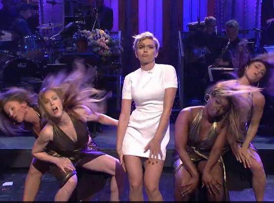 Scarlett Johansson Hosts Snl Performs Sexy Dance And