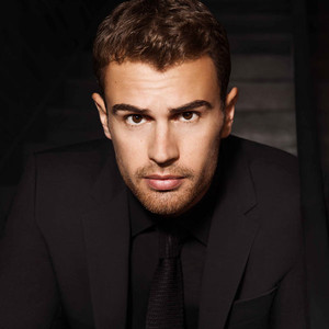 Theo James, Boss Parfums
