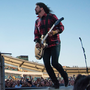 Dave Grohl, Broken Leg