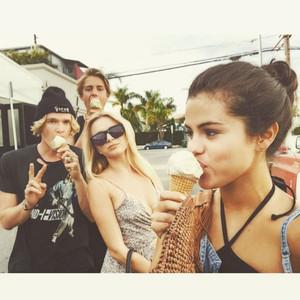 Selena Gomez, Cody Simpson, Instagram